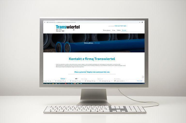 monitor ze stroną internetową